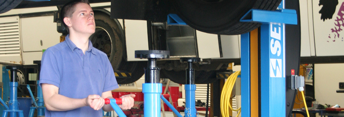SEFAC Stands trestles mobile vehicle lifts manufacturer sefac� official, fixed and  at n-0.co