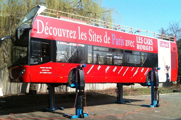 Les cars rouges - Paris - France